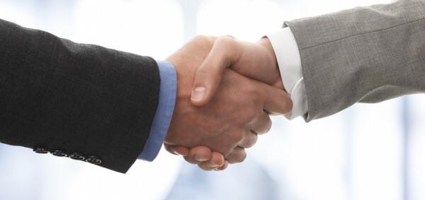 UK Plastics News shaking hands Broadway Colours