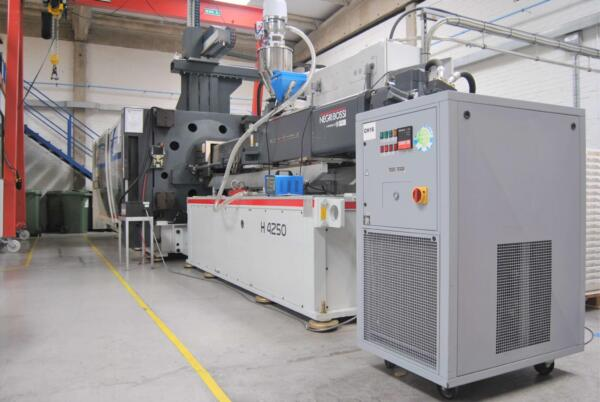 UK plastics news Negri Bossi machine in SI Protech