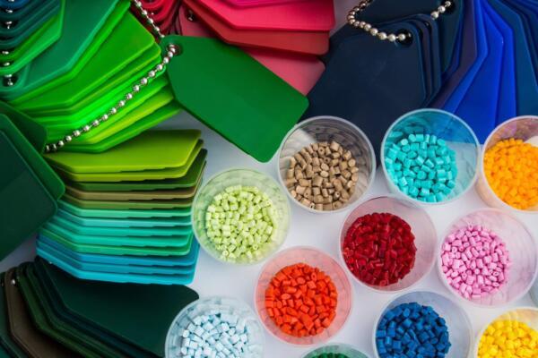Plastics news colour masterbatch