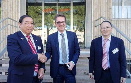 Plastics news Chinese Delegation Meets AMUT Technology