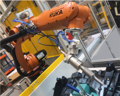 Plastics news KUKA robot at the Linecross Group