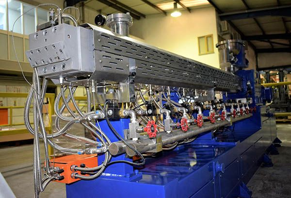 Plastics news Silvergate Clamshell Extruder